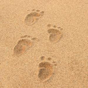 baby-footprints-beach
