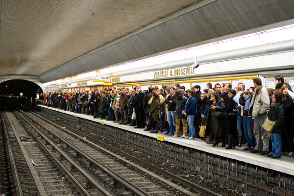 November_2007_Strikes_France_Crowded_Platform
